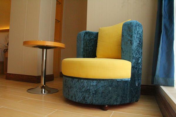 布艺桌椅.jpg