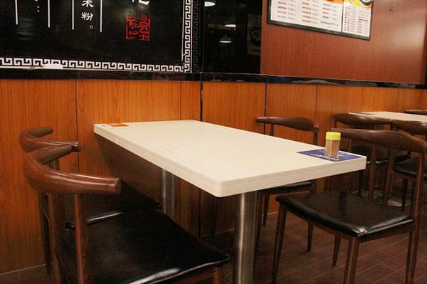 餐桌.jpg