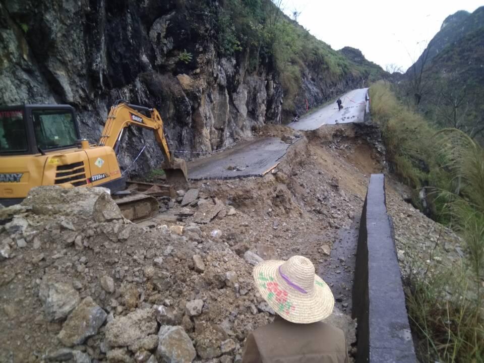 塌方处设置禁通障碍物施工