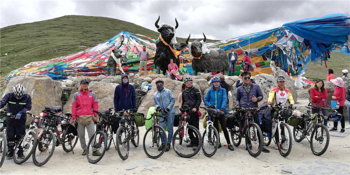 骑行大队集结最后一个垭口色季拉山
