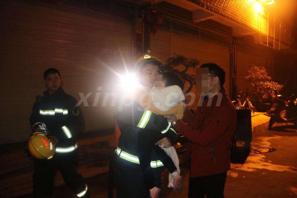 安全救出一名两岁小孩2.JPG