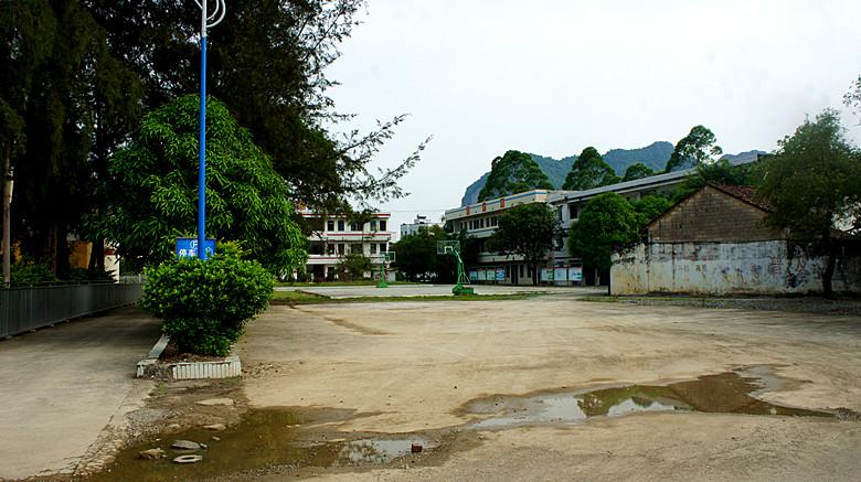 73中学校园  2.jpg