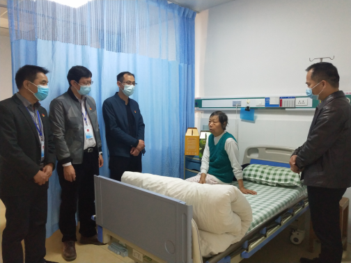 20210207医院党政领导开展春节前走访慰问退休党员、职工活动250.png