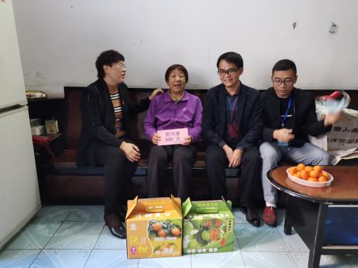 20210207医院党政领导开展春节前走访慰问退休党员、职工活动273.png