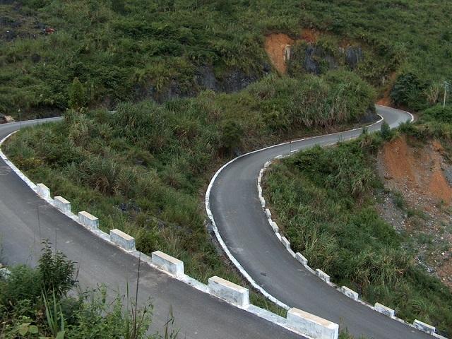 路是好路,就是弯了点。