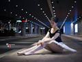 芭蕾舞者像夜里的的星空,耀眼迷人